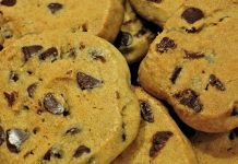Cookies de Morango e Chocolate