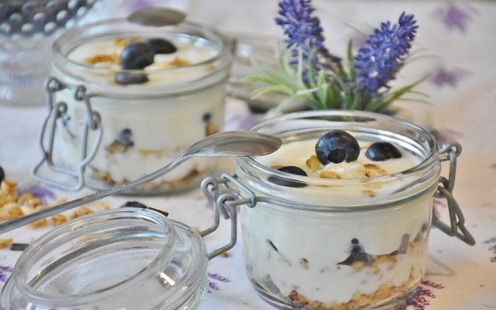 Potinho de cereais e blueberries