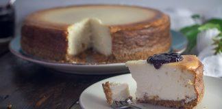 Cheesecake de forno com cereais e doce de uva