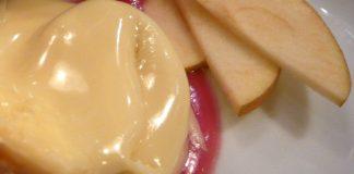Puré de maçã, iogurte e canela