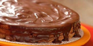 Bolo de chocolate com molho de café