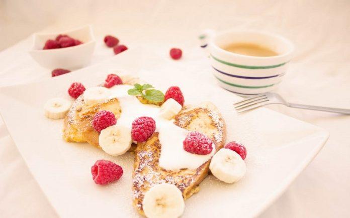 Bruschetta de morango e banana