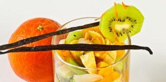 Salada de frutas com calda de laranja