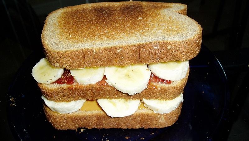 Tostas de banana e leite condensado