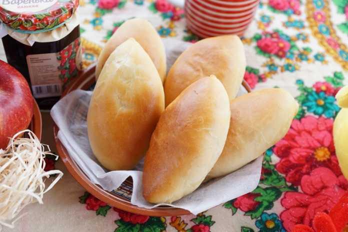 Pão doce recheado de maçã