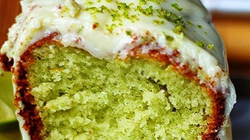 Bolo verde com gelatina