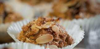Bolinhos de chocolate e granola