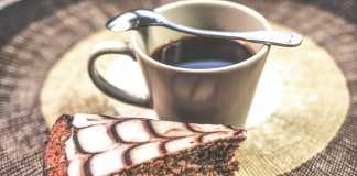 Bolo de café e frutos secos