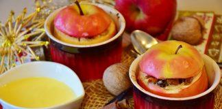 Fruta cozida ao vapor e xarope de canela