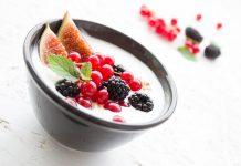 Frutos vermelhos e creme de iogurte